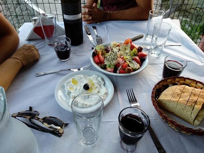 tzatzyki i sałatka po grecku